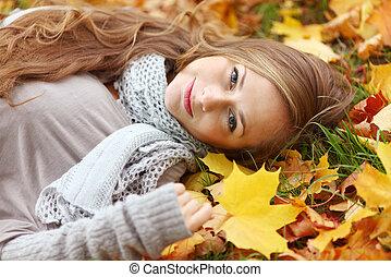 mujer, en, otoño sale