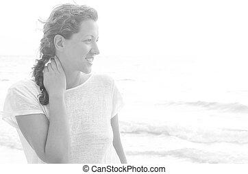 mujer, en, playa, en, salida del sol