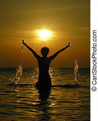 mujer, en, salida del sol, con, dro