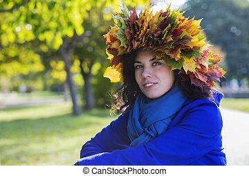 mujer, en, soleado, día de otoño, en, parque