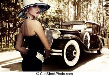 mujer, en, sombrero, contra, retro, coche.