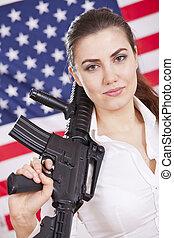 mujer, encima, bandera, arma de fuego, norteamericano, patriótico