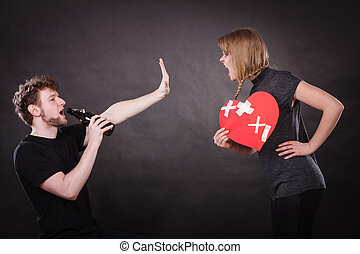 mujer enojada, y, hombre, adicto, a, alcohol., roto, heart.