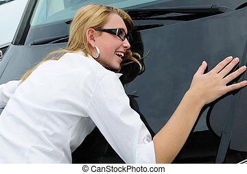 mujer, es, really, feliz, con, ella, coche nuevo