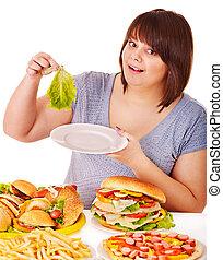 mujer, escoger, entre, fruta, y, hamburger.