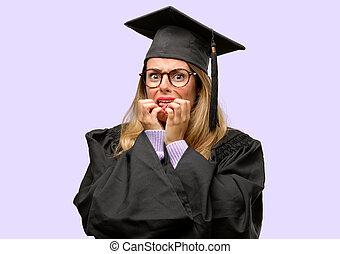 mujer, estudiante, nervioso, universidad, joven, graduado, ansiedad, expresar, aterrorizado, gesto, pánico, abrumado