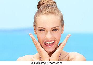mujer feliz, barbilla, rubio, manos