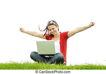 mujer feliz, con, computador portatil