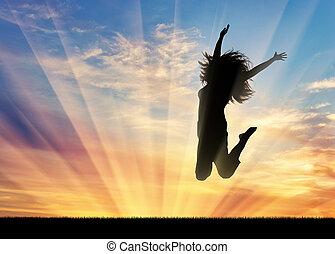 mujer feliz, saltar, en, ocaso