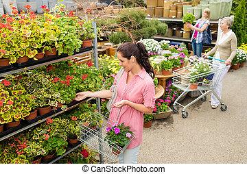 mujer, flor del jardín, potted, compra, centro