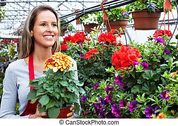 mujer, flor, trabajando, floristas, shop.