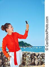 mujer, foto, toma, cámara, laguna, digital, frente