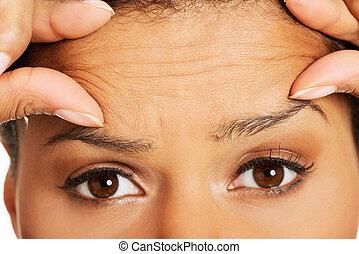 mujer, frente, arrugas, verificar, ella