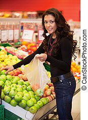 mujer, fruta, joven, compra