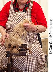mujer, girar, lana, anciano