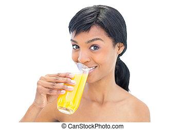 mujer, haired, dinámico, jugo, negro, naranja, bebida