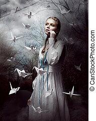 mujer, hechaa mano, lanzamiento, papel, cranes., misterioso, origami, night., bosque
