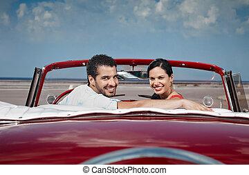 mujer hermosa, cabriolet, coche, abrazar, hombre