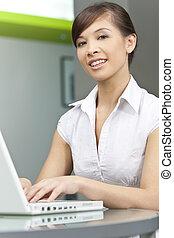 mujer hermosa, chino, computadora de computadora portátil, asiático, utilizar