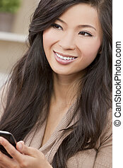 mujer hermosa, chino, teléfono, asiático, utilizar, elegante
