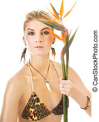mujer hermosa, con, flor exótica