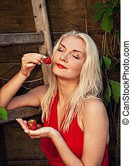 mujer hermosa, con, fresa