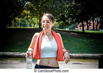 mujer hermosa, condición física, relajante, después, deporte