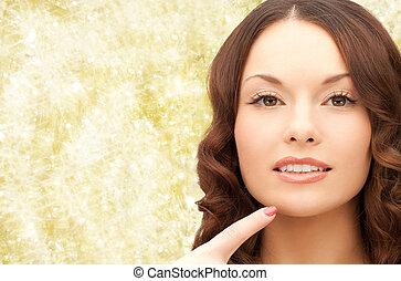 mujer hermosa, ella, señalar, joven, barbilla, dedo