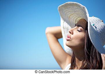 mujer hermosa, en, playa