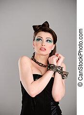 mujer hermosa, joven, cadena