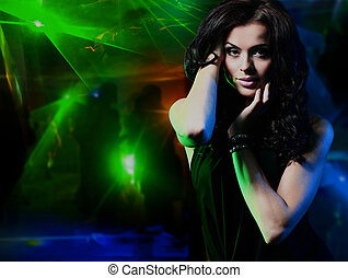 mujer hermosa, joven, nightclub., bailando