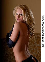 mujer hermosa, llevando, ropa interior atractiva, en, bedroom.