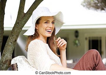 mujer hermosa, más viejo, sol, sonriente, sombrero