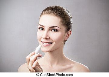 mujer hermosa, ser aplicable, higiénico, labio, balm.
