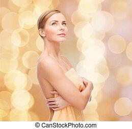 mujer hermosa, toalla