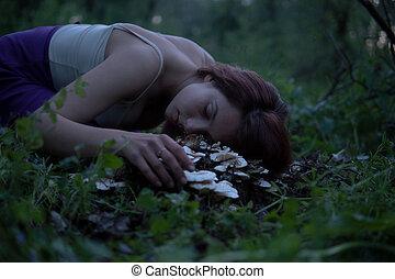 mujer hermosa, tocón, púrpura, crepúsculo, colocar, joven, hongos, bosque, misterioso, blanco, falda, atractivo