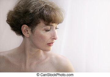 mujer hermosa, topless, maduro