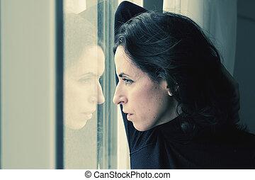 mujer hermosa, viejo, estantes, 35, ventana, año, frente