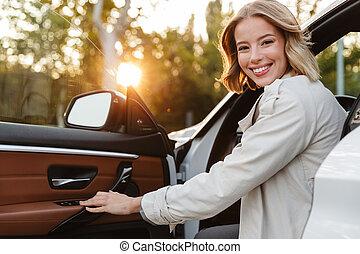 mujer, hermoso, imagen, sentado, coche, serio, lujo, joven