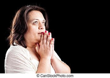 mujer hispana, rezando
