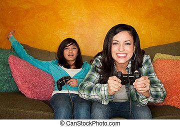 mujer, hispano, juego, vídeo, niña, juego