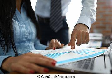 mujer, hombre, charts., comercial, empresa / negocio, puntos