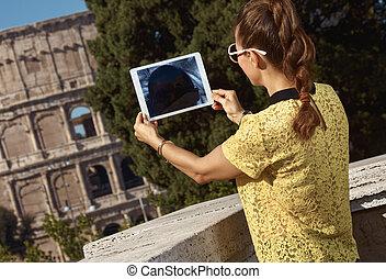 mujer, italia, tableta, fotos, viajero, toma, roma, pc