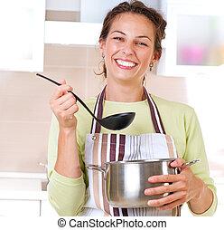 mujer joven, cocina, alimento sano
