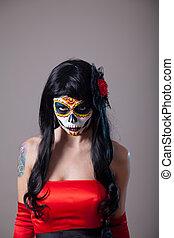 mujer joven, con, azúcar, cráneo, halloween, maquillaje