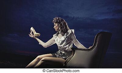 mujer joven, el mirar, zapato