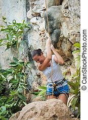 mujer joven, el subir de la roca, blanco, montaña