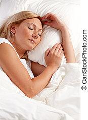 mujer joven, en, bed.