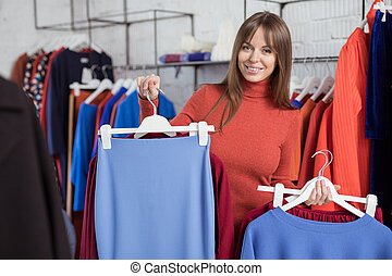 mujer joven, en, el, tienda