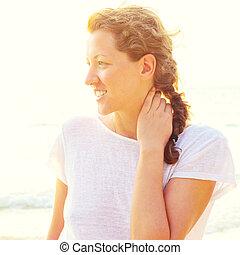 mujer joven, en, playa